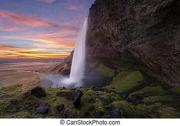 איסלנד, סאלג'אלאנדספוס, מפלים
