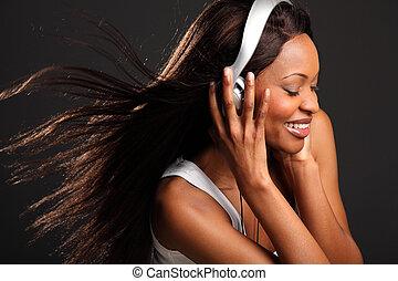 אישה יפה, מוסיקה מקשיבה