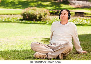 איש, מוסיקה מקשיבה, חנה