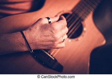 בזמן, למטה., זכר, לשבת, לשחק, אקוסטי, מוסיקאי, גיטרה