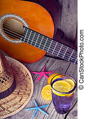 גיטרה אקוסטית, כובע, כוכב ים