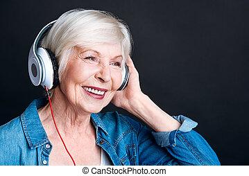 הזדקן, אישה, מוסיקה, ענג, להקשיב