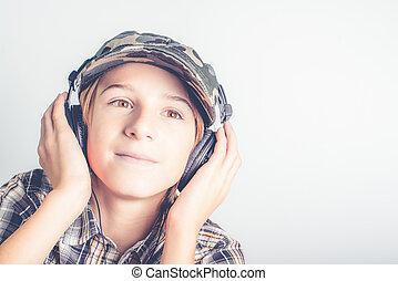 טוב, מוסיקה, הקשב