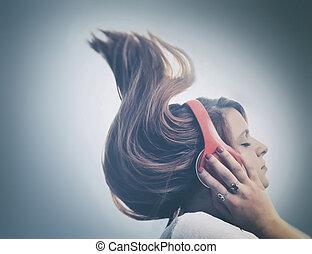 ילדה, אזניות, מוסיקה מקשיבה