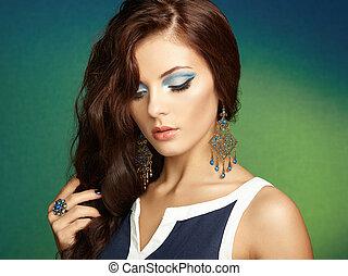 יפה, מושלם, אישה, earring., צילום, makeup., עצב, ברונט, דמות