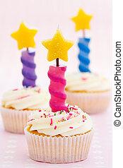 כאפכאקאס, שלושה, יום הולדת
