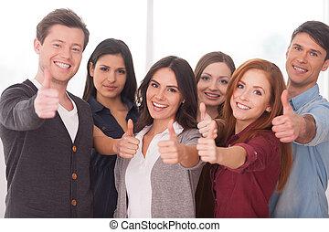 לעמוד, אנחנו, קבץ, אנשים, מצליח, צעיר, team!, שמח, אחר, כל אחד, קרוב, לסמן