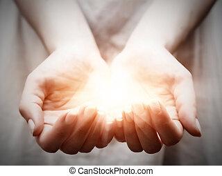 לתת, אישה, לחלק, אור, צעיר, להציע, הגנה, hands.