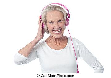 מוסיקה, אישה, הזדקן, להקשיב