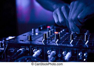 מוסיקה, מועדון של לילה, דיי ג'יי