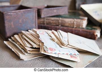 מעט, מכתבים, בציר