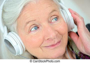 מצחיק, גברת ישנה, להקשיב, מוסיקה