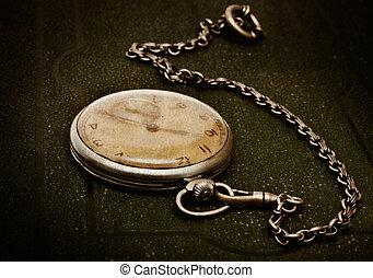 *משקר/שוכב, משטח מחוספס, ישן, שלשל, ירוק, שעון