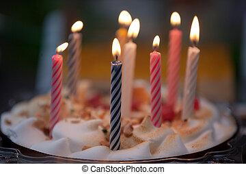 עוגה, נרות, יום הולדת, צבעוני