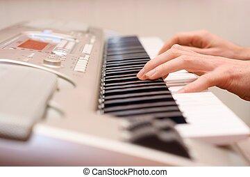 פסנתר של שחקן, פסנתרן, ידיים