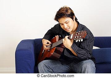 שחקן של גיטרה