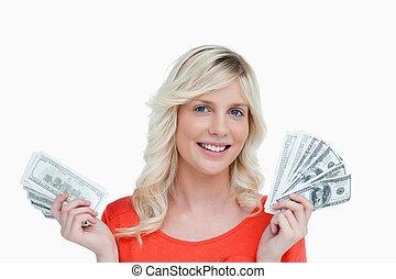 שלה, דולר, ידיים, רואה, להחזיק, לחייך, שני, אישה, מאווררים