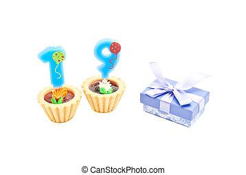 nineteen, עוגות, נרות, מתנה של יום ההולדת, שנים